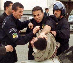 Des syndicalistes et un responsable du FFS arrêtés à Alger dans Non classé police-300x259