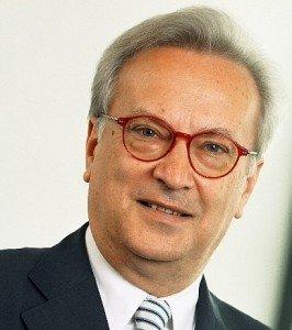 Hannes Swoboda félicite Chafaa Bouaiche suite à sa nomination au poste de chef du groupe parlementaire du FFS dans Actualités Algérie hannes_swoboda_zinner-266x300